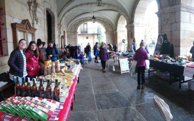 Elkar Hezi celebró el pasado sábado el mercado solidario anual